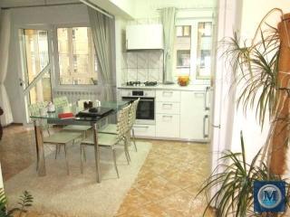 Apartament 3 camere de vanzare, zona Vest, 75.89 mp