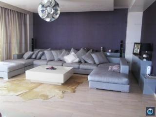 Apartament 3 camere de vanzare, zona Albert, 192.22 mp