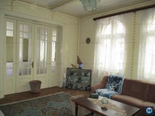 Vila cu 6 camere de vanzare, zona Postei - Bucov, 238 mp