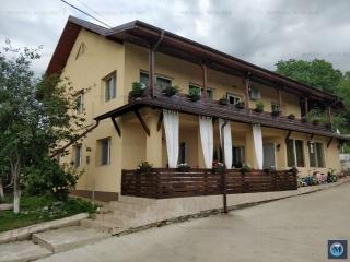 Vila cu 7 camere de vanzare in Baicoi, zona Central, 275.2 mp