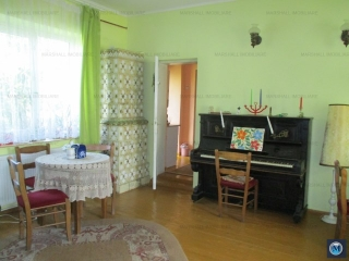 Casa cu 3 camere de vanzare, zona Central, 140 mp