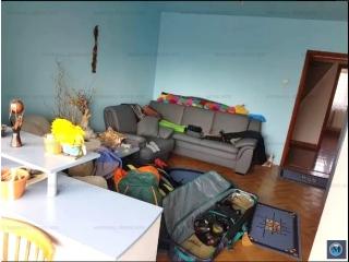 Apartament 3 camere de vanzare, zona Cina, 57 mp
