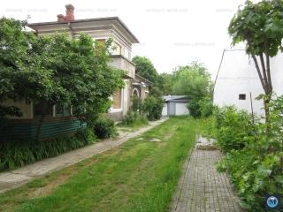 Vila cu 8 camere de vanzare, zona Central, 398.66 mp