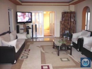 Vila cu 9 camere de vanzare, zona Central, 400 mp