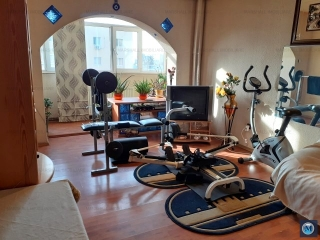 Apartament 4 camere de vanzare, zona Malu Rosu, 76.77 mp
