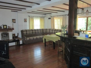 Vila cu 10 camere de vanzare in Brazi, 382.92 mp