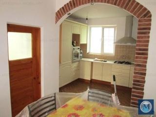 Casa cu 8 camere de vanzare in Bucov, 288.33 mp