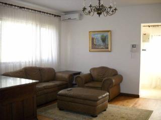 Casa cu 3 camere de inchiriat, zona Marasesti, 116 mp