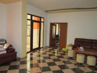 Casa cu 3 camere de vanzare, zona Central, 180 mp