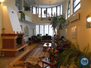 Vila cu 8 camere de vanzare in Campina, zona Nord-Est, 350 mp