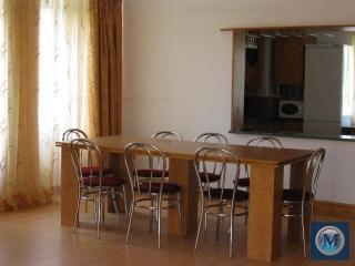 Vila cu 4 camere de inchiriat, zona Exterior Est, 112.16 mp